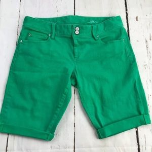 Lilly Pulitzer Bermuda length green shorts